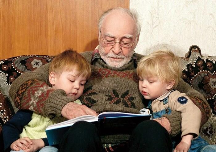 Вячеслав Тихонов с внуками. / Фото: www.yandex.net