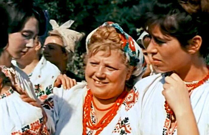 Эмилия Трейвас в фильме «Свадьба в Малиновке». / Фото: www.kino-teatr.ru