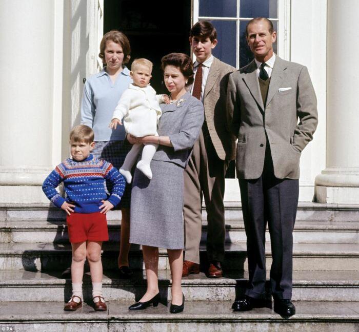 Королевская семья. / Фото: www.dailymail.co.uk