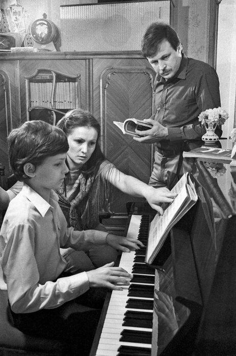 София Ротару и Анатолий Евдокименко с сыном. / Фото: www.fotostrana.ru