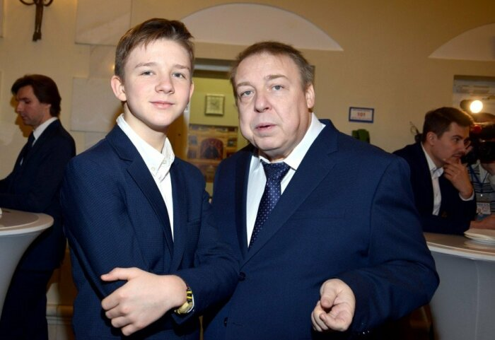 Александр Семчев с сыном Фёдором. / Фото: www.wefit.ru