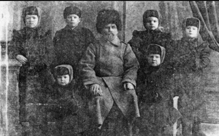 Василий Ершов с воспитанниками. / Фото: www.myaltai.ru