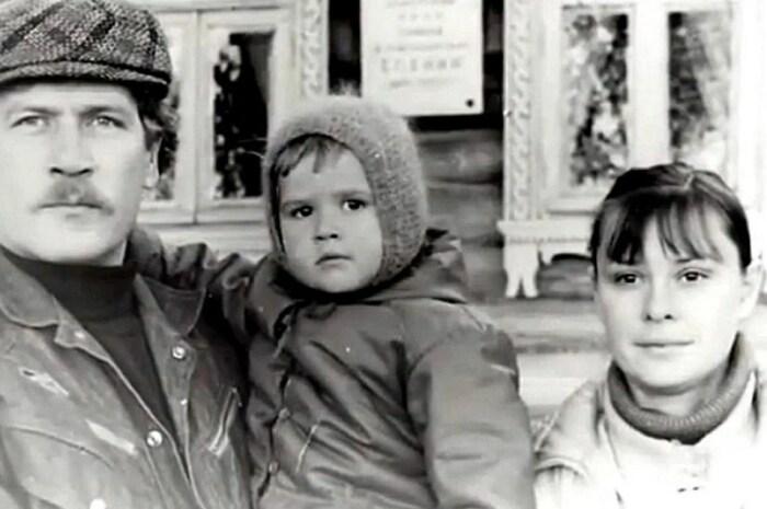 Борис Невзоров и Анастасия Иванова с дочерью. / Фото: www.yandex.net