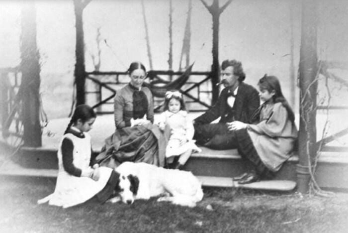 Марк Твен и Оливия Лэнгдон с детьми. / Фото: www.smithsonianmag.com