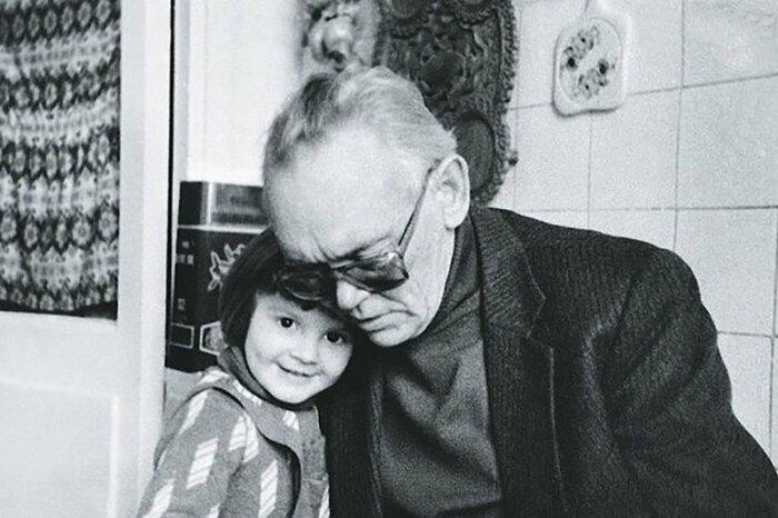 Леонид Гайдай с внучкой. / Фото: www.2aktera.ru