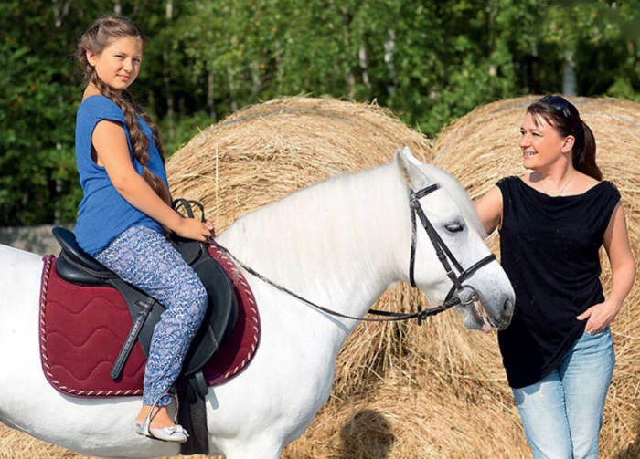 Анастасия Мельникова с дочерью. / Фото: www.7days.ru