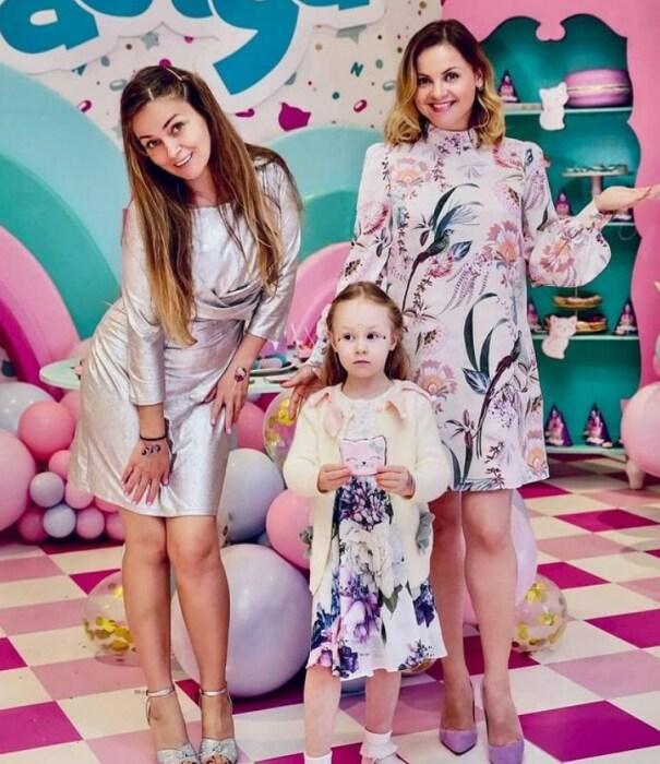 Юлия Николаева с женой отца и младшей сестрой. / Фото: www.instagram.com