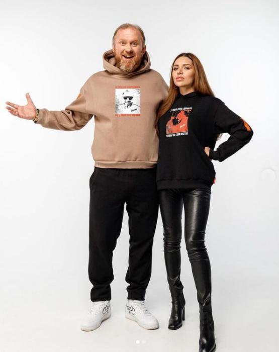Константин Ивлев и Лера Куденкова в одежде собственного бренда. / Фото: www.instagram.com