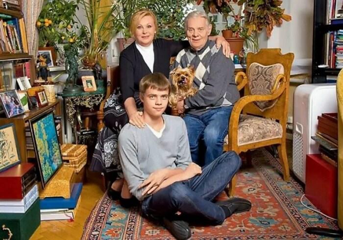 Владимир Андреев и Наталья Селезнёва с сыном. / Фото: www.yandex.net