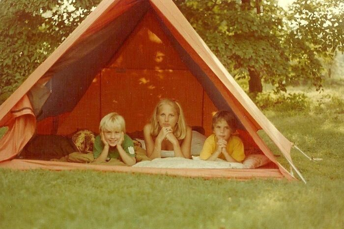 Джилл Байден с сыновьями Бо (слева) и Хантером (справа) в 1976 году. / Фото: www.inquirer.com