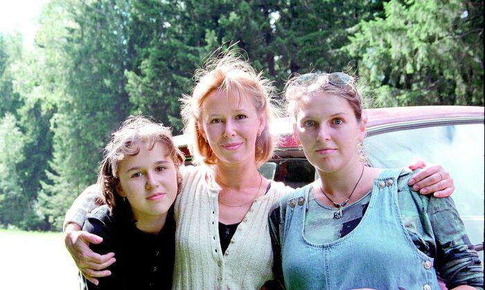 Евгения Симонова с дочерьми Машей и Зоей. / Фото: www.limon.postimees.ee