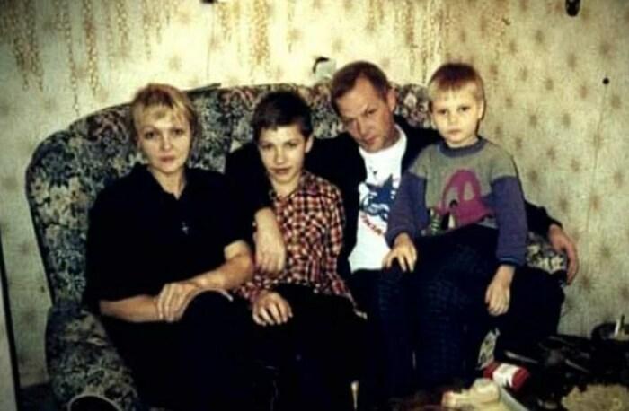 Марина Дюжева и Юрий Гейко с сыновьями. / Фото: www.yandex.net