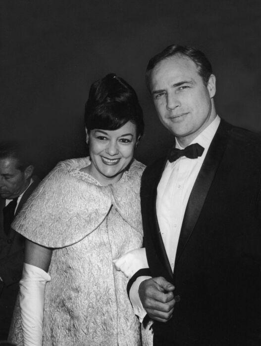 Марлон Брандо и Мовита Кастанеда. / Фото: www.haberturk.com