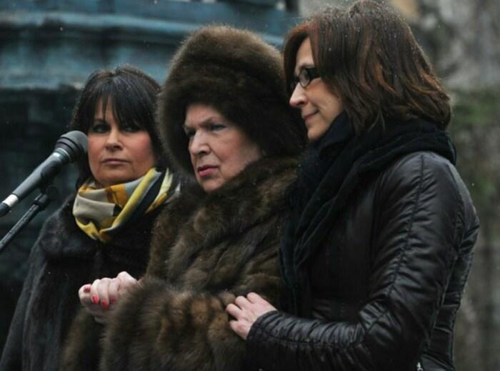 Галина Вишневская с дочерьми Ольгой и Еленой. / Фото: www.blogspot.com