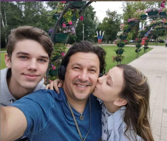 Сергей Дубровин с сыном и дочерью. / Фото: www.instagram.com/sergej_dubrovin