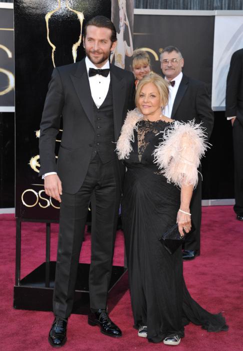 Брэдли Купер с мамой. / Фото: www.joinfo.ua
