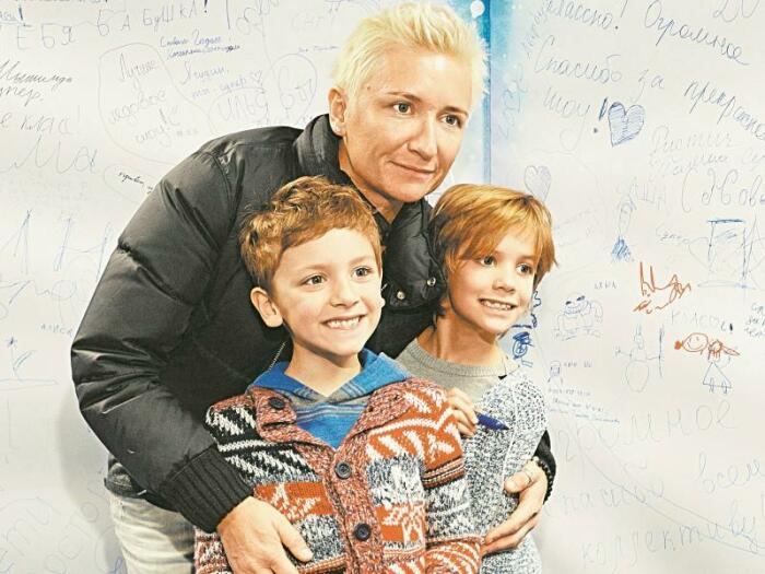 Диана Арбенина с детьми. / Фото: www.sobesednik.ru