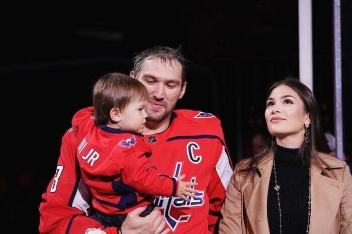 Александр и Анастасия Овечкины с сыном Сергеем. / Фото: www.eva.ru