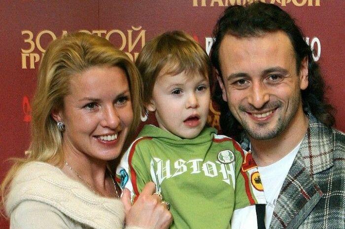 Ирина Лобачева и Илья Авербух с сыном. / Фото: www.obaldela.ru