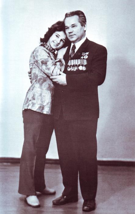 Михаил Калашников с дочерью Наташей. / Фото: www.izdania.unatlib.ru