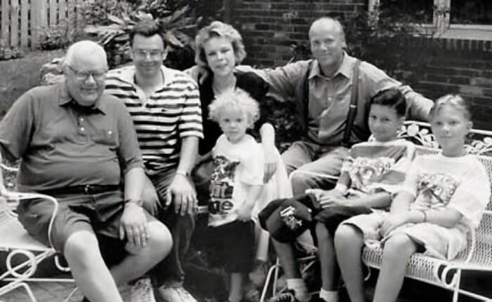Аркадий Шевченко c детьми, зятем и внуками в США, 1995 г. / Фото: www.persons-info.com