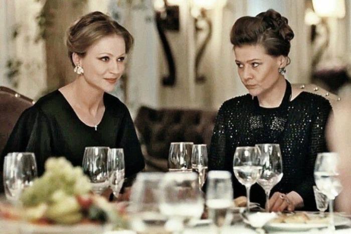 Мария Миронова и Мария Голубкина в сериале «Садовое кольцо». / Фото: www.zhenray.ru
