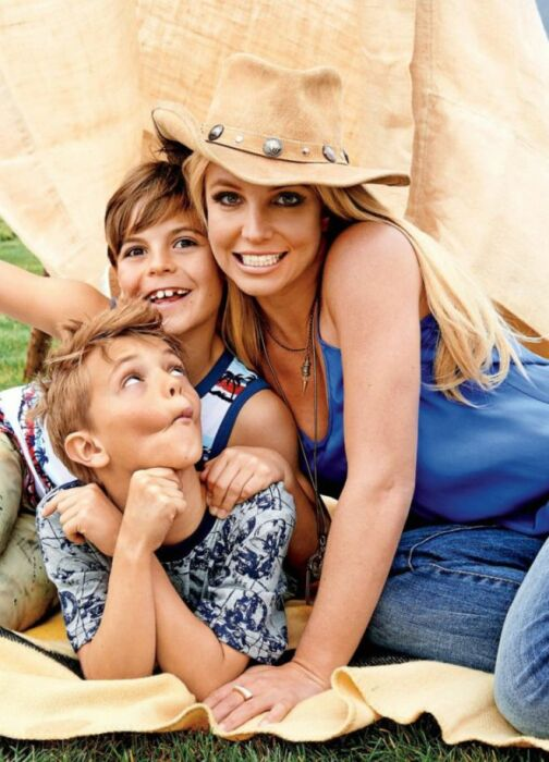 Бритни Спирс с сыновьями. / Фото: www.womanadvice.ru