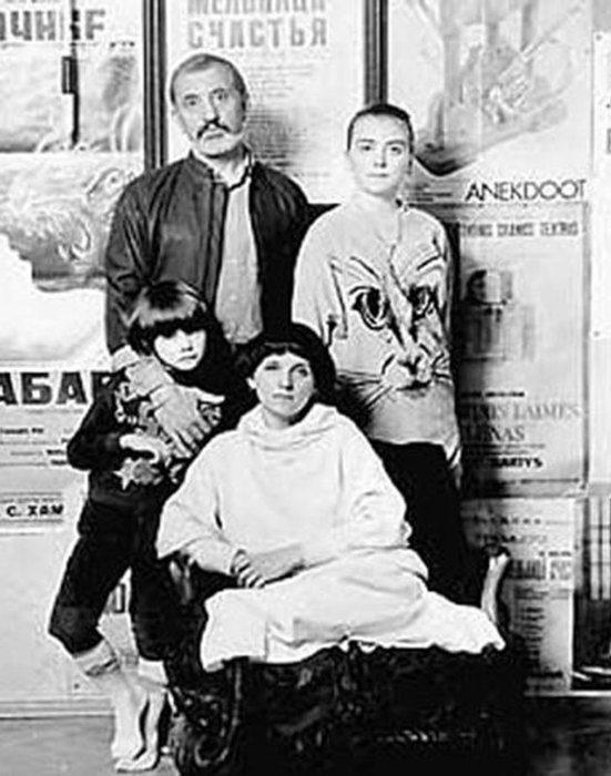 Виктор Мережко с женой и детьми. / Фото: www.morediva.com