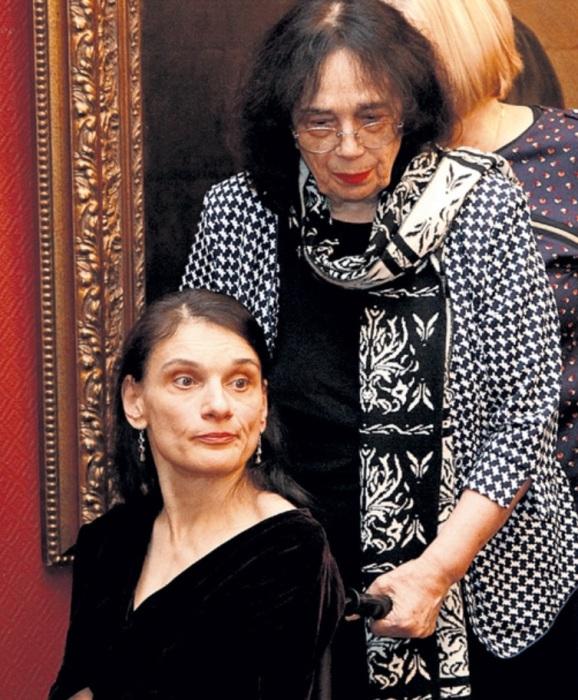 Гитана Леонтенко с дочерью. / Фото: www.umerop.ru