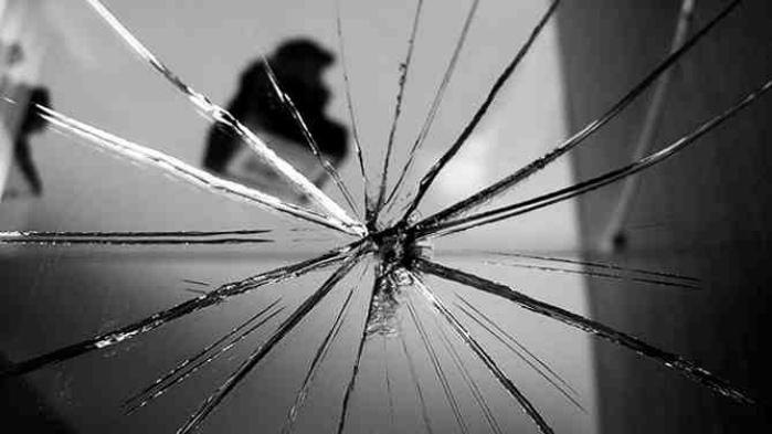 Разбитое зеркало в доме - к несчастью