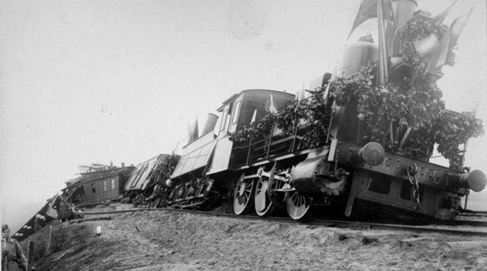 Поезд после катастрофы./Фото: https://www.gazeta.ru/