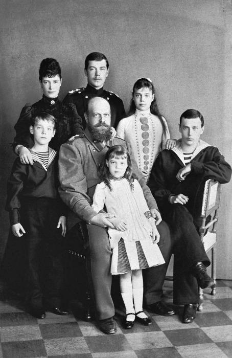 Александр III с семьей./Фото: https://ru.wikipedia.org[