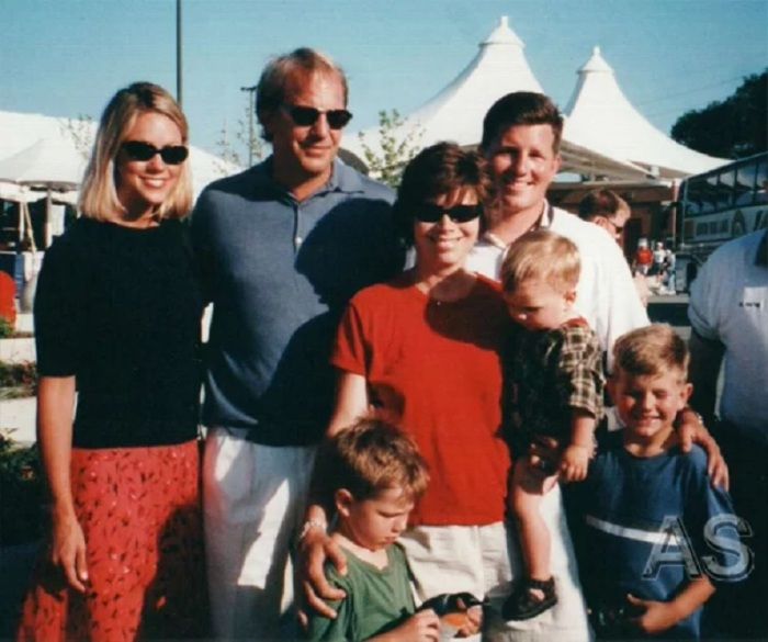 Кевин Костнер с первой женой и детьми