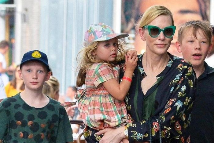 Кейт Бланшетт с детьми