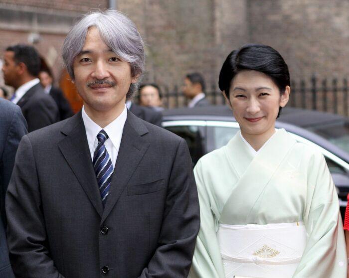 Он: Фумихито, принц Японии Она: Кико, психолог