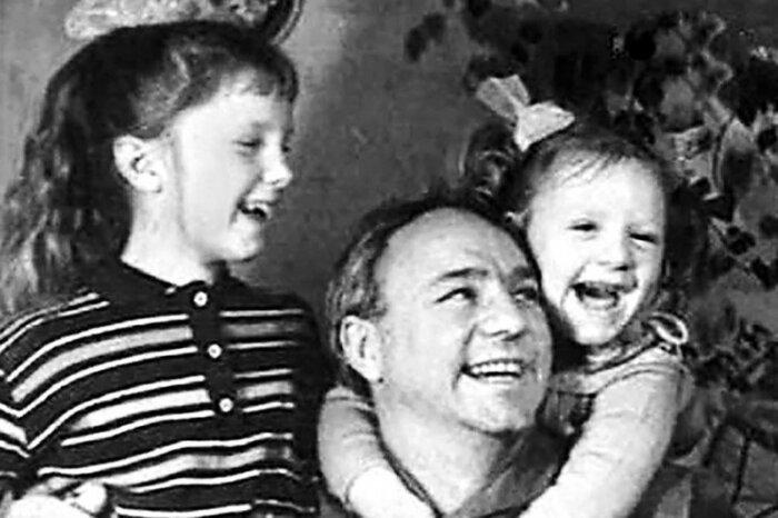 Николай Рыбников с дочками