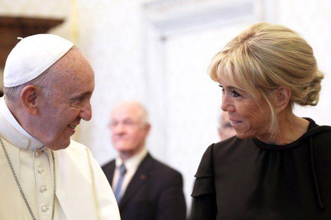 Брижит Макрон с Папой Римским