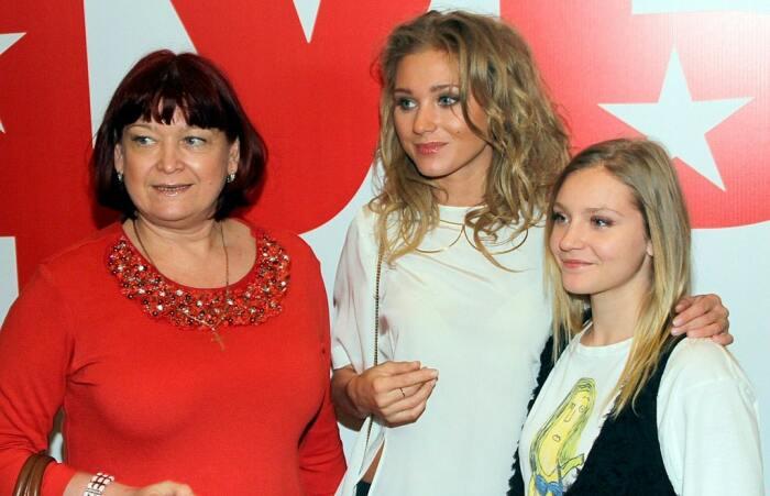 Кристина Асмус с мамой и сестрой