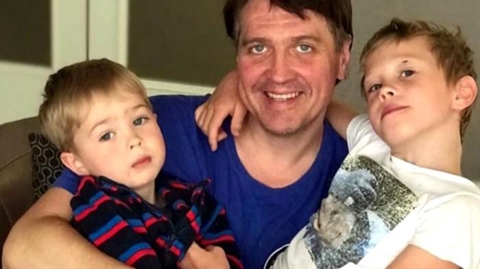 Денис Матросов с сыновьями