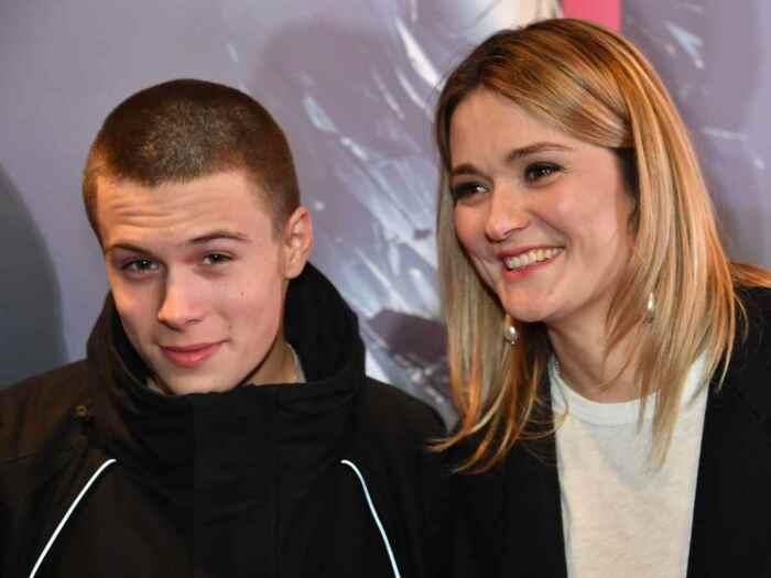 Андрей с матерью Анной Михалковой