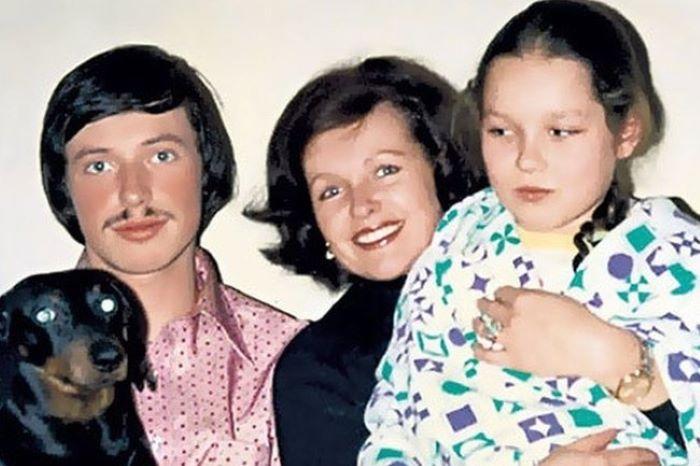 Наталья Фатеева с сыном Владимиром и дочерью Натальей