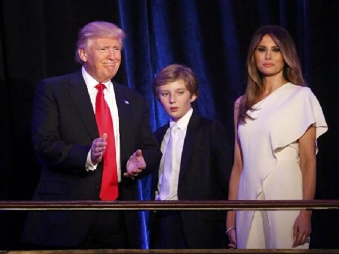Мелания и Дональд Трамп с сыном Бэрроном
