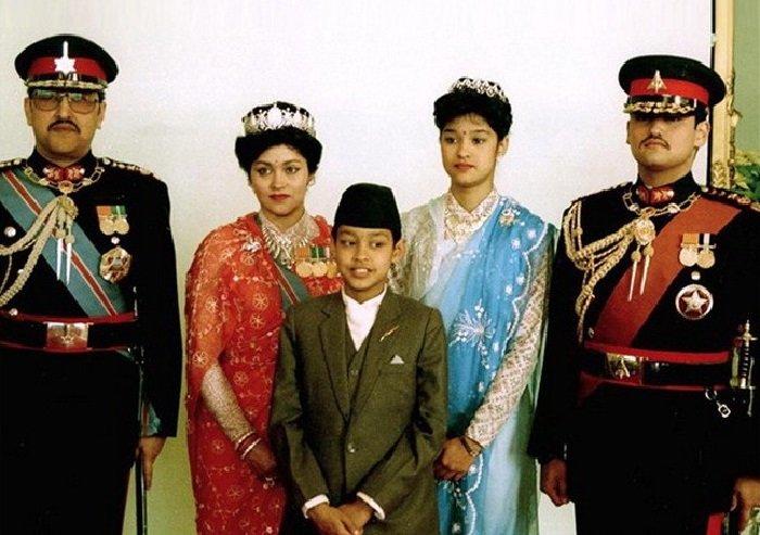 Непальская корлевская семья, для которой совместный обед стал последним
