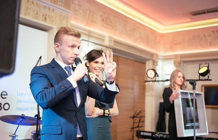 Антон Комолов во время одного из благотворительных мероприятий