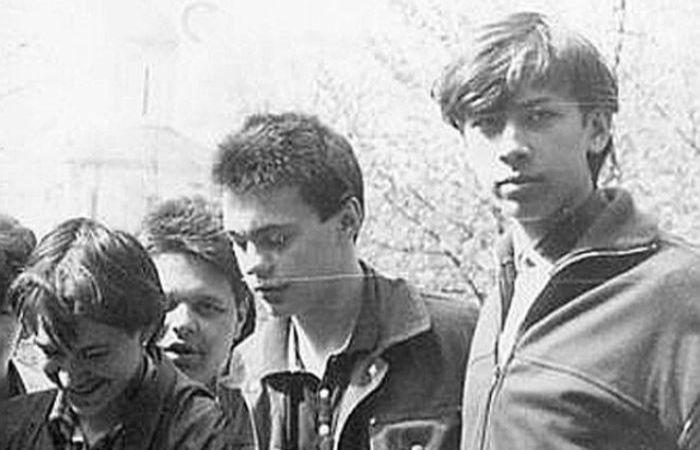 Андрей Мерзликин в юности (крайний справа)