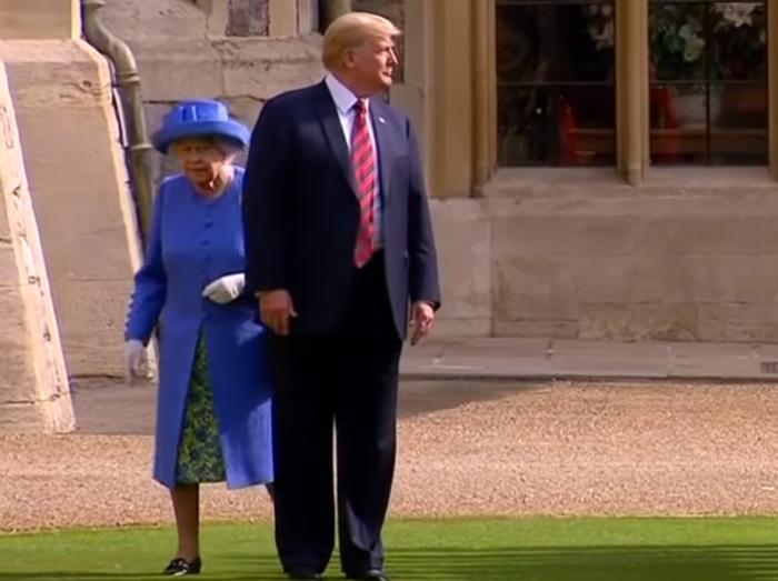 Дональд Трамп не стал изучать королевский протокол и попал впросак