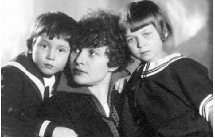 Зинаида Райх с детьми Таней и Костей
