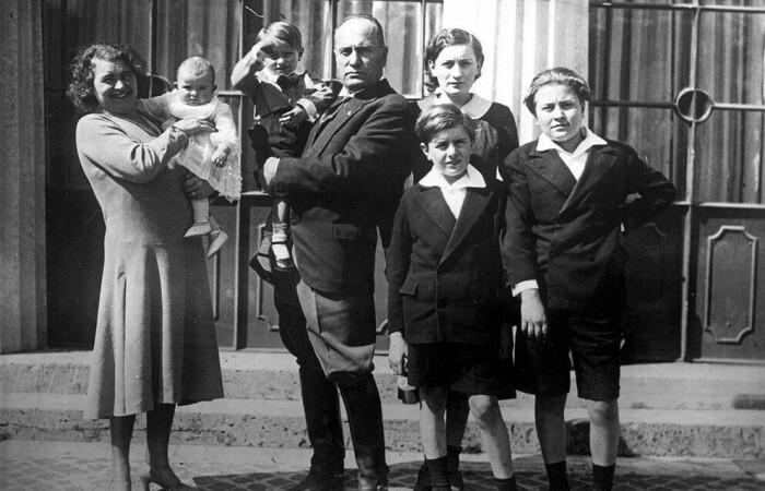 Ракеле и Бенито Муссолини с детьми