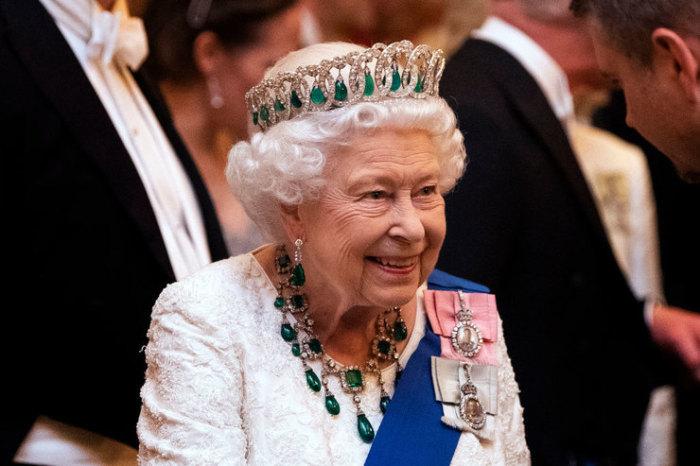 У Елизаветы II имеется внушительная коллекция украшений