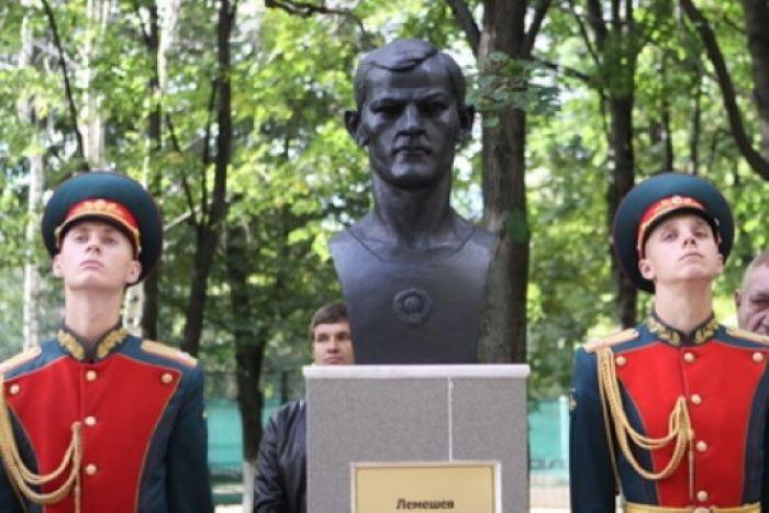 Памятник Вячеславу Лемешеву в Москве